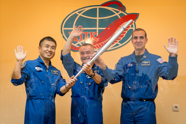Koichi Wakata, Mikhail Tyurin and Richard Mastracchio with the Olympic torch (Photo NASA/Bill Ingalls)