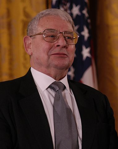 Riccardo Giacconi receiving the 2003 National Medal of Science