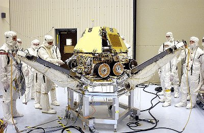 The Mars Rover Opportunity at the Payload Hazardous Servicing Facility in 2003 (photo NASA/JPL/KSC)