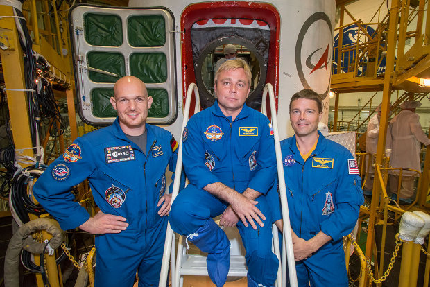 Alexander Gerst, Maxim Suraev and Reid Wiseman in front of their Soyuz TMA-13M spacecraft (Photo NASA/Victor Zelentsov)
