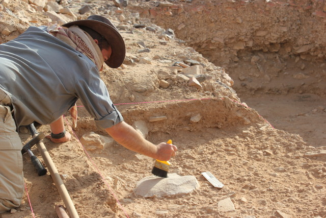 Dr. Ceri Shipton during the excavations (Photo courtesy ANU)