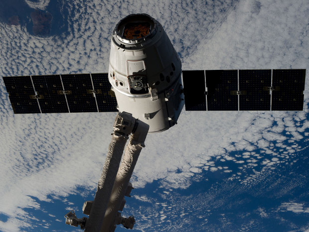 The SpaceX Dragon spacecraft captured by the International Space Station's robotic arm Canadarm2 (Photo NASA)