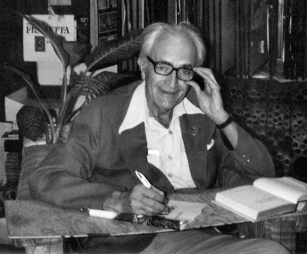 Fritz Leiber Jr at A Change of Hobbit on February 26, 1977