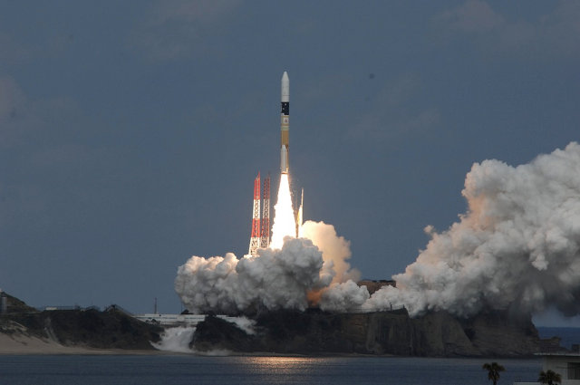 The Japanese space probe Hayabusa 2 lifting off on a H-IIA 202 rocket (Photo courtesy JAXA. All rights reserved)