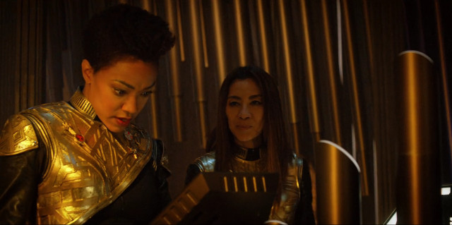 Michael Burnham (Sonequa Martin-Green) and the Emperor (Michelle Yeoh) in What's Past Is Prologue (Image courtesy CBS / Netflix)