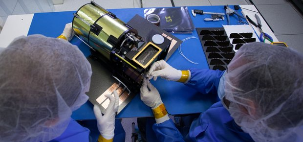 Engineers at Planetary Resources assembling an Arkyd-100 prototype space telescope (Photo courtesy Planetary Resources. All rights reserved)