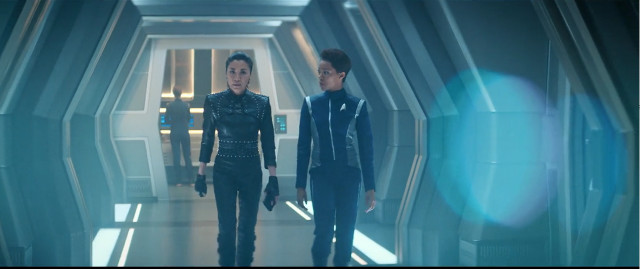 Philippa Georgiou (Michelle Yeoh) and Michael Burnham (Sonequa Martin-Green) in The Red Angel (Image courtesy CBS / Netflix. All rights reserved)