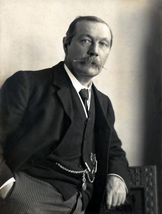 Arthur Conan Doyle in 1914 (Photo Walter Benington)