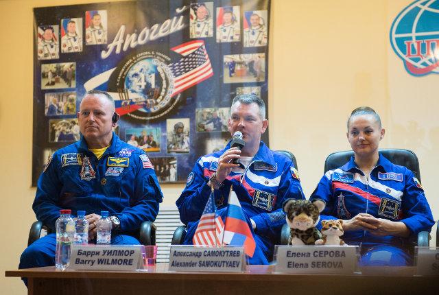 Barry Wilmore, Alexander Samokutyaev and Yelena Serova during a press conference before the launch (Photo NASA/Aubrey Gemignani)