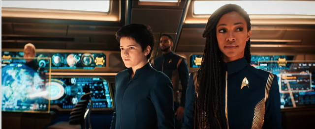 Michael Burnham (Sonequa Martin-Green) and Adira (Blu del Barrio) in Forget Me Not (Image courtesy CBS / Netflix. All rights reserved)